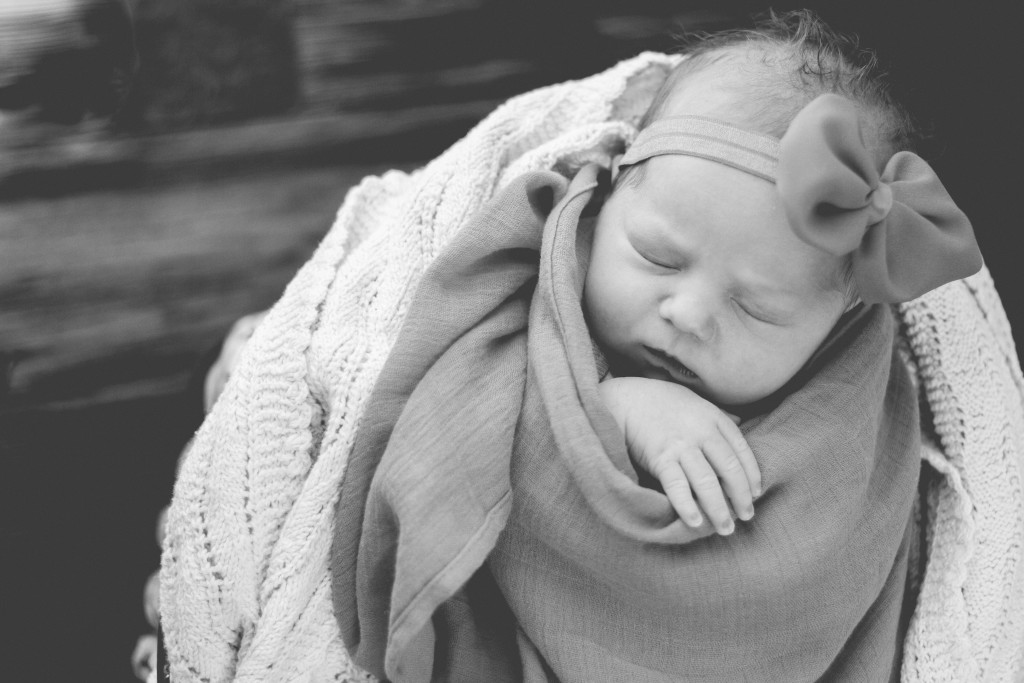 Newborn photography | Logan UT photographer | traveling photographer living on a bus conversion | photography | newborn posing ideas
