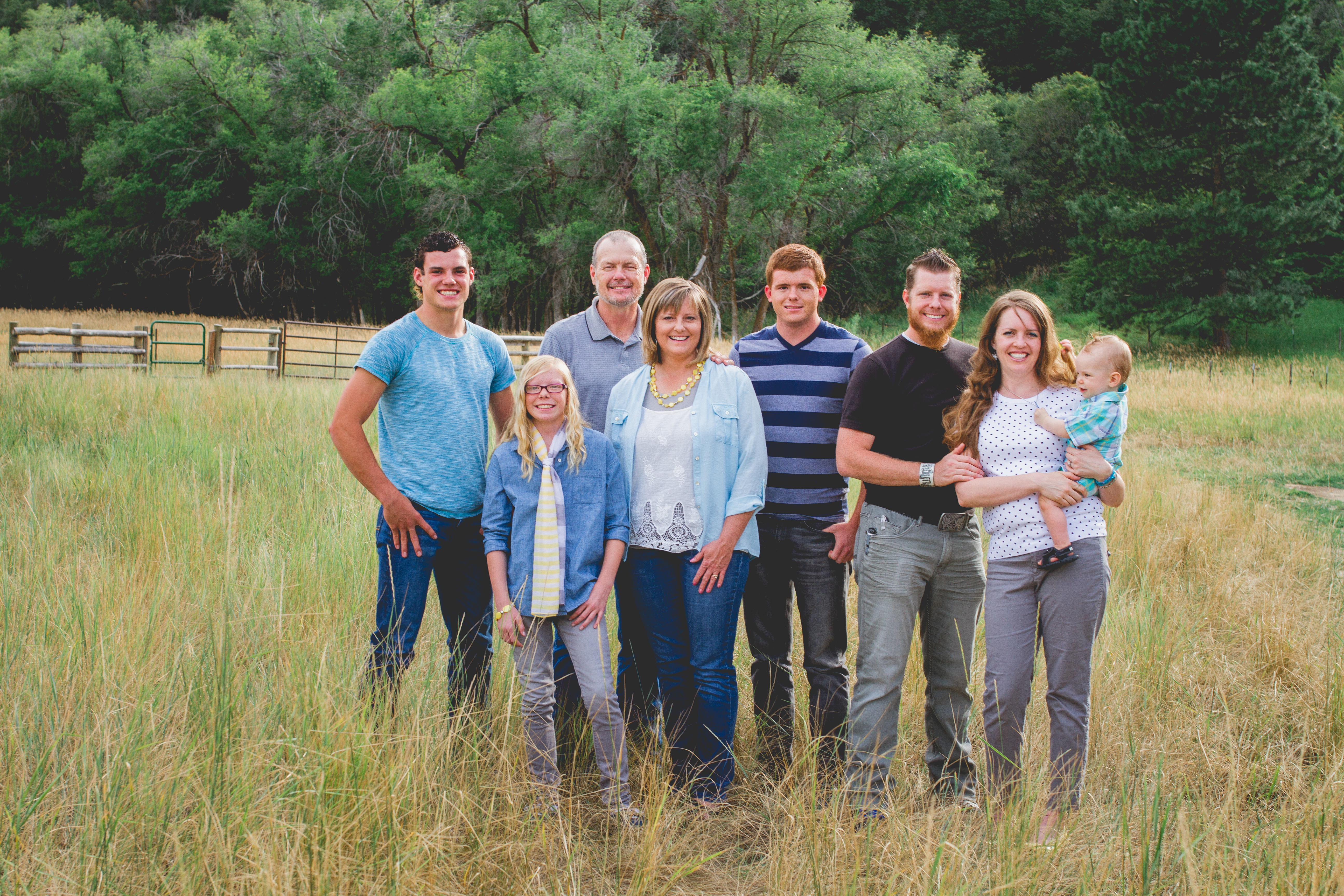family portraits | BDE photography by Raecale | Cache County Photographer | traveling photographer | photographer lives in a converted vintage bus with her family of 7 | utah photographer | lifestyle photographer